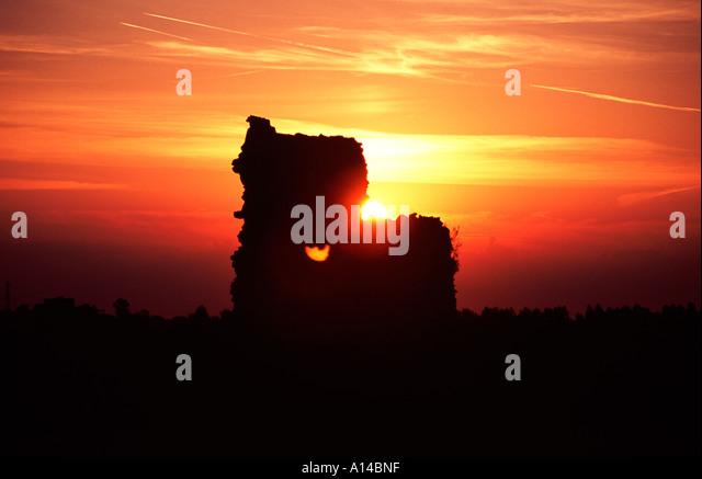pevensey-castle-sunset-a14bnf.jpg