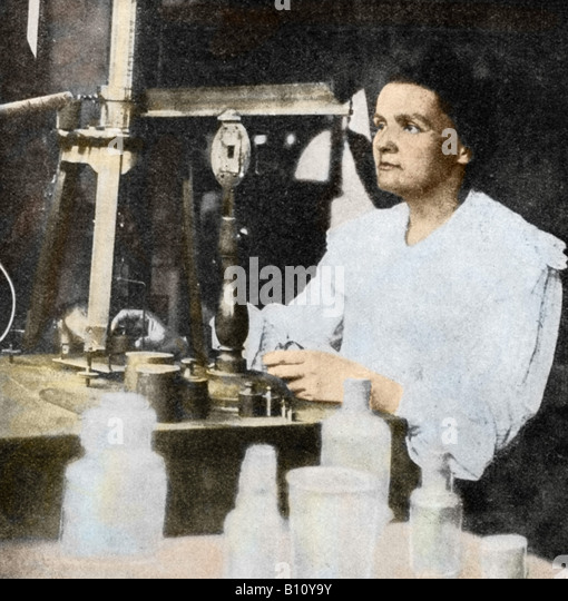 Marie Curie 1867 - 1934 Polish French physicist in her laboratory. With her husband Pierre she isolated the radioactive Stock Foto