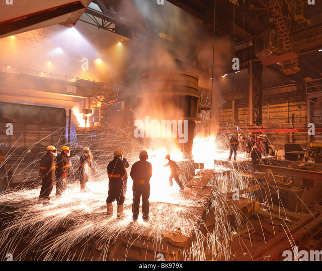 Workers With Molten Steel In Plant Stock Foto