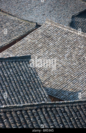 Black tile roof of village house, Longsheng, Guangxi, China Stock Foto