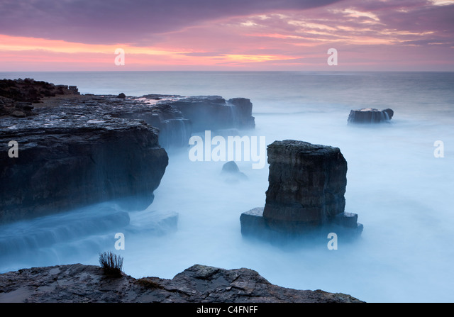Beautiful sunrise over the rocky coast of Portland Bill on the Jurassic Coast, Dorset, England. Winter (February) Stock Foto