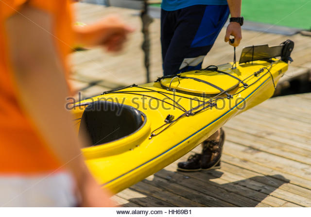 Colorful canoes and kayaks by the lake on a sunny day. Used for summer boating and recreational sport activities Stock Foto