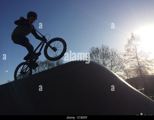 Stunt Biker in skate board park Bath Avon Stock Foto