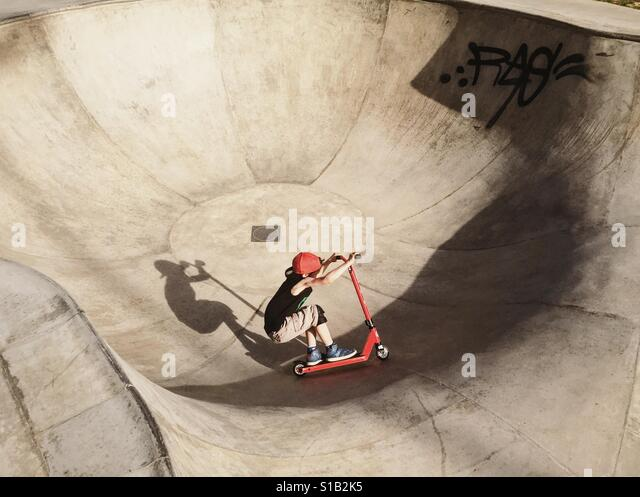 Young boy on a freestyle skateboard Stock Foto