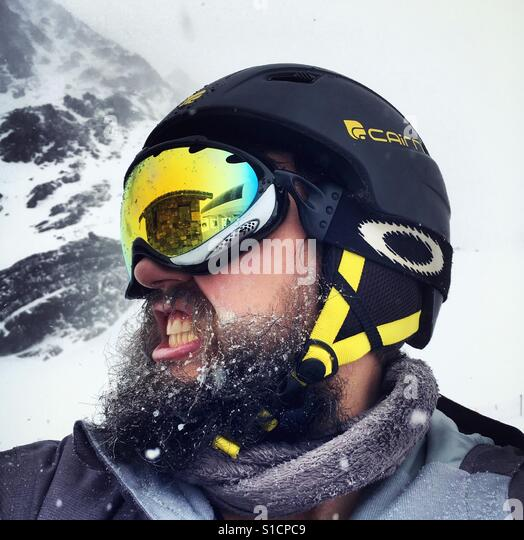 Bearded snowboarder in extreme weather Stock Foto
